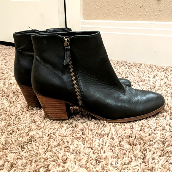 Black leather Crown Vintage heeled ankle boot